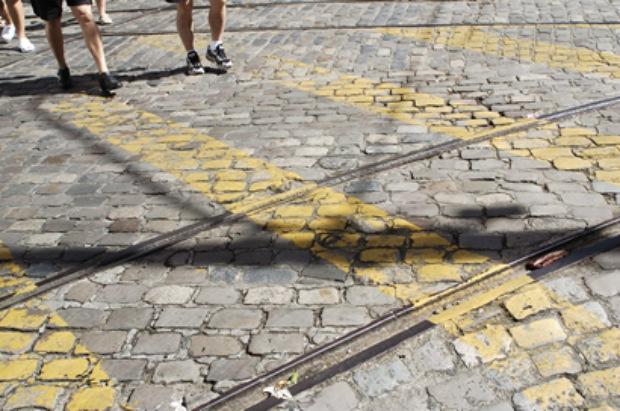 Fellipe Castro/Esp. Aqui PE/D.A Press - Linhas de bonde na Rua do Bom Jesus, no Bairro do Recife