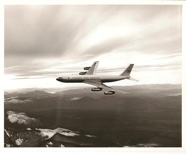 m_916FOTG-B707 CS-TBA em voo-1966