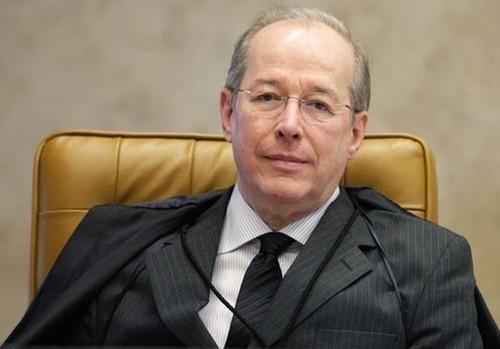 Celso de Melo aceita embargos e adia fim do Mensalão