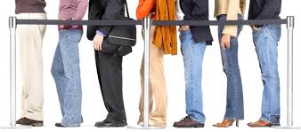 Terceirização dos peritos do INSS pode desafogar a fila por médicos