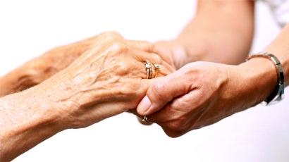 Cabe pensão por morte para filha que cuida do genitor doente?