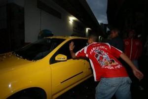 Torcedor breca a saída de Fabiano Gadelha