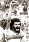 """O """"Doutor Sócrates"""". Política, medicina e futebol, muito futebol"""