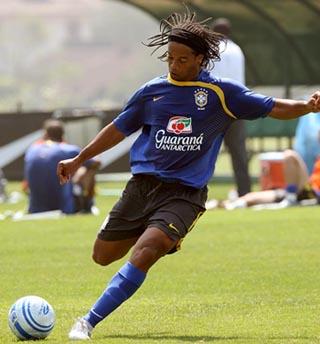 Ronaldinho Gaúcho treinando na Granja Comary
