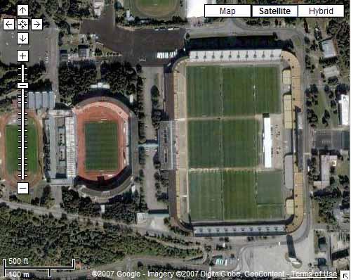 Strahov Stadium. É do lado direito, é claro...