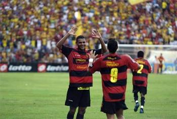 Wilson marca 3 gols na vitória sobre o Coritiba
