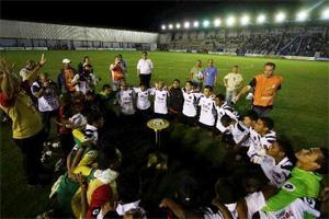 Jogadores comemorar vaga na final e conquista da Taça Solidariedade