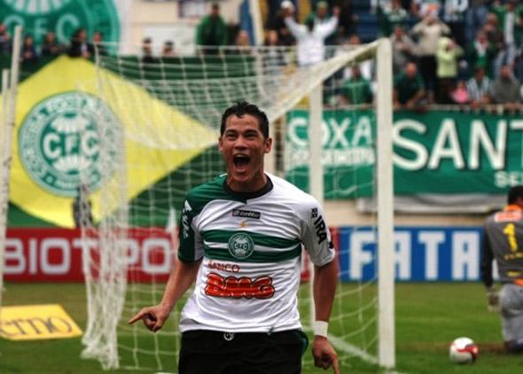 Série B-2010: Coritiba 2 x 1 Sport. Betinho comemora o primeiro gol do Coxa. Foto: Coritiba/divulgação