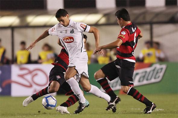 Jogo de ida da final da Copa do Brasil de 2010: Santos 2 x 0 Vitória, com Ganso como destaque. Foto: Santos/divulgação