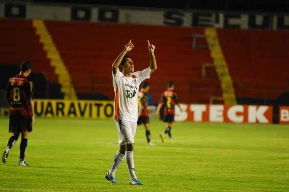 Série B-2010: Sport 1 x 2 Duque de Caxias. Leão dá vexame na Ilha. Foto: Juliana Leitão/Diario de Pernambuco