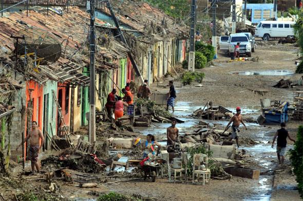 Enchente em Barreiros/PE (21/06/2010). Foto: Alcione Ferreira/DP