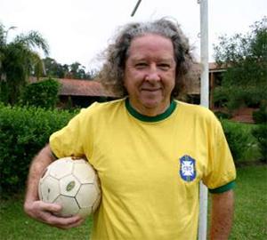 Aldyr Garcia Schlee, criador do uniforme verde e amarelho do Brasil