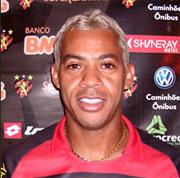 blogs.diariodepernambuco.com.br/esportes/wp-content/uploads/2010/10/Jogador-Marcelinho-Para%C3%ADba-2.jpg