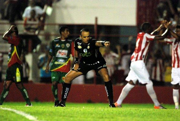 Ranking dos pênaltis no Pernambucano/2011, 1º capítulo. Foto: Ricardo Fernandes/Diario de Pernambuco