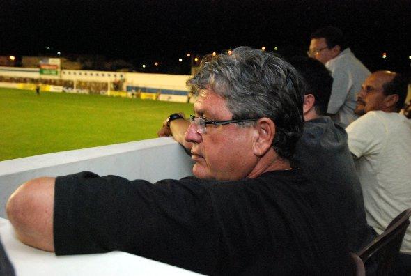 Geninho observa Salgueiro 0x1 Santa Cruz, no Estadual de 2011: Ricardo Fernandes/DP/D.A Press