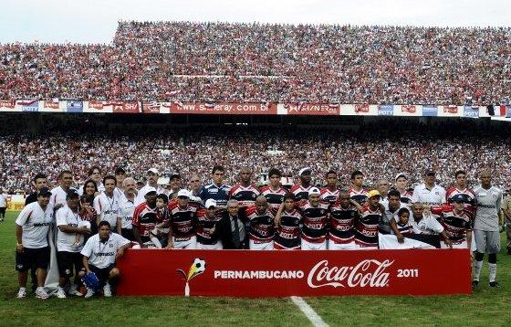 Santa Cruz, campeão pernambucano de 2011. Foto: Ricardo Fernandes/Diario de Pernambuco