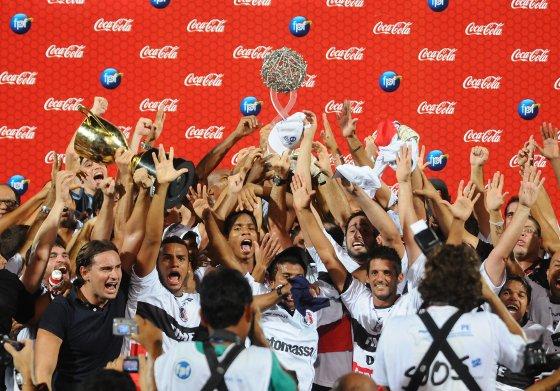 Santa Cruz, campeão pernambucano de 2011. Foto: Helder Tavares/Diario de Pernambuco