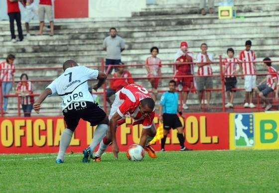 Série B 2011: Náutico 2 x 2 Bragantino. Foto: Edvaldo Rodrigues/Diario de Pernambuco