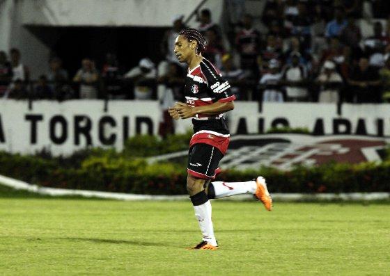 Flávio Caça-Rato, do Santa Cruz. Foto: Roberto Ramos/Diario de Pernambuco