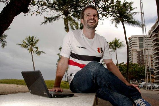 James Young, britânico torcedor do Santa Cruz. Foto: Lucas Oliveira/Diario de Pernambuco
