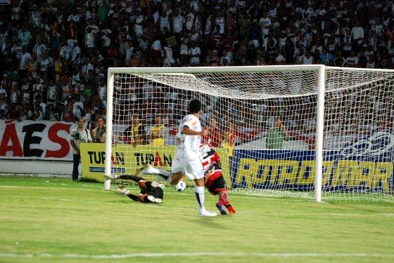 Série D 2011: Santa Cruz 0x2 Tupi. Foto: Paulo Paiva/Diario de Pernambuco