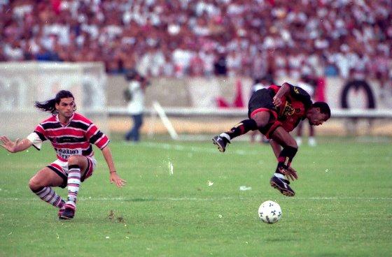 Pernambucano 1999: Santa Cruz 1 x 1 Sport. Foto: Ricardo Borba/DP/D.A Press