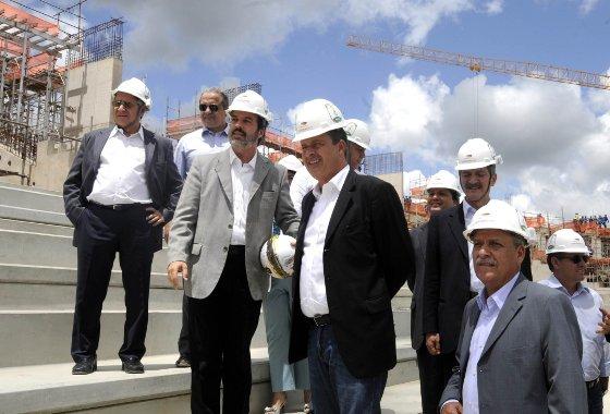 Visita do ministro do Esporte, Aldo Rebelo, na Arena Pernambuco em março de 2012. Foto: Aluísio Moreira/SEI