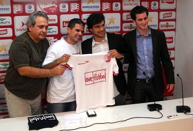 Náutico firma parceria com a ONG Love.Fútbol. Foto: Alexandre Wolkoff