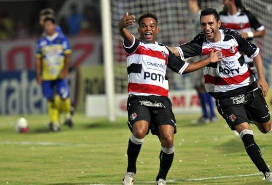 Pernambucano 2012: Santa Cruz 3 x 2 Araripina. Foto: Roberto Ramos/Diario de Pernambuco
