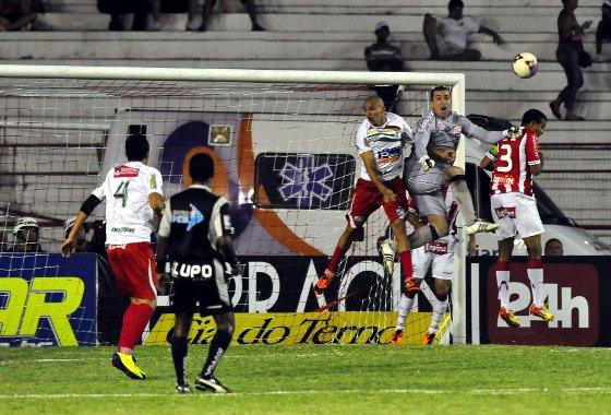 Pernambucano 2012: Náutico 0 x 1 Salgueiro. Foto: Ricardo Fernandes/Diario de Pernambuco