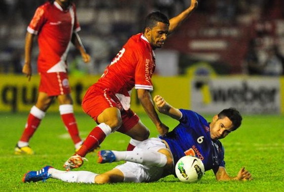 Srie A 2012: Nutico 0x0 Cruzeiro. Foto: Helder Tavares/Diario de Pernambuco