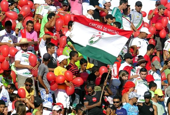 Torcida do Salgueiro. Foto: Ricardo Fernandes/Diario de Pernambuco