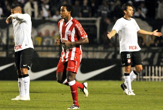 Srie A 2012: Corinthians 2x1 Nutico. Foto: Nutico/divulgao