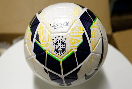 Bola oficial (Nike) do Campeonato Brasileiro e da Copa do brasil de 2014. 9368c91931d95
