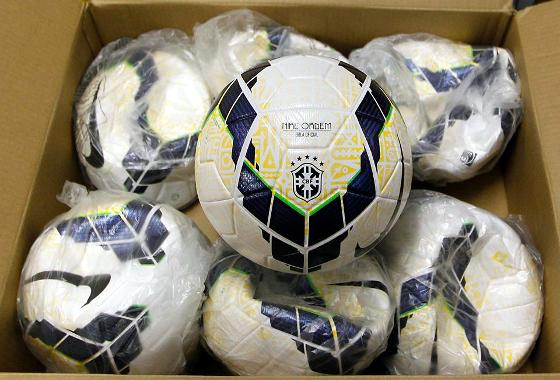0ccd6ef0aaa35 Bola oficial (Nike) do Campeonato Brasileiro e da Copa do brasil de 2014.