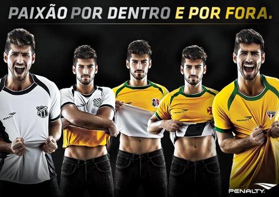 """Camisa """"dupla face"""" da Penalty. Crédito: facebook.com/PenaltyBR"""