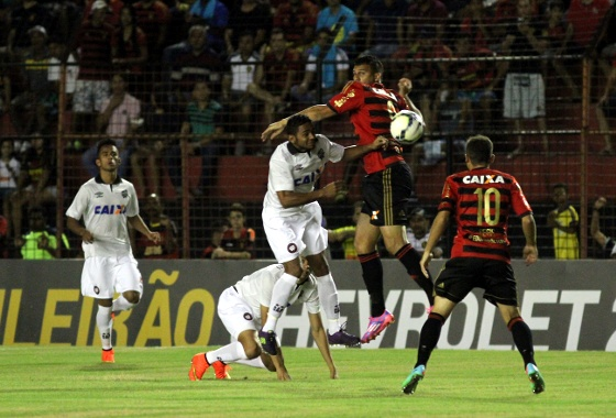 Série A 2014, 15ª rodada: Sport 1x1 Atlético-PR. Foto: Edvaldro Rodrigues/DP/D.A Press