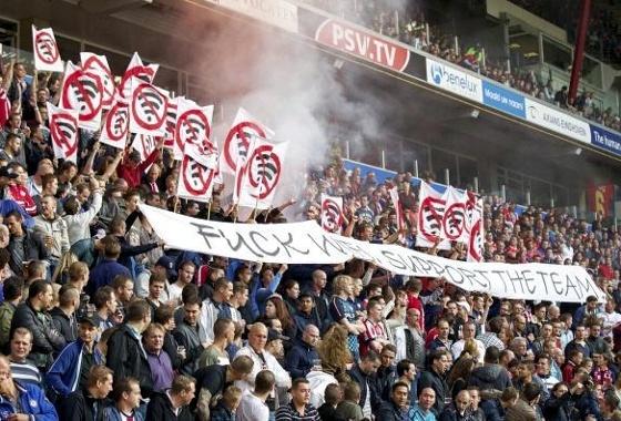 """Protesto da torcida do PSV contra o """"wi-fi"""""""