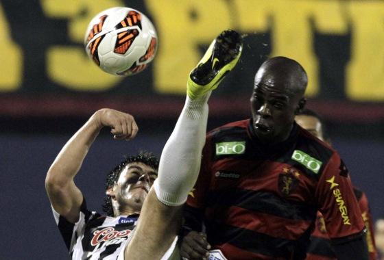 Copa Sul-Americana 2013, oitavas de final: Libertad (PAR) 2x0 Sport. Foto: EFE/Andrés Cristaldo