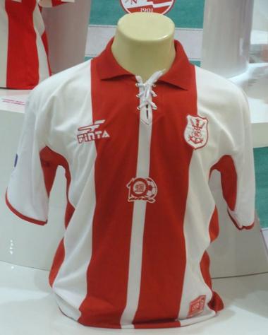 A camisa do centenário do Náutico, em 2001