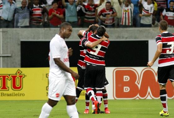 Série B 2014: Santa Cruz x Vila Novo. Foto: Ricardo Fernandes/DP/D.A Press