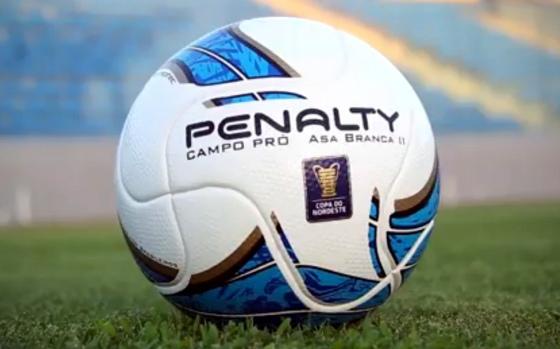 Bola oficial da Copa do Nordeste de 2015. Crédito: Esporte Interativo/youtube
