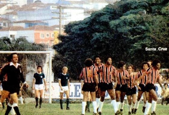 Santa Cruz enfrentando o Palmeiras em São Paulo. Foto: Placar/reprodução