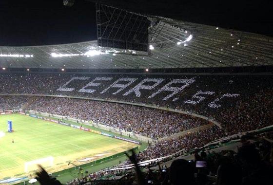 Mosaico no Castelão na final da Copa do Nordeste de 2015 (Ceará 1x1 Sport). Foto: @paulovozao (twitter)
