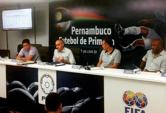 Reunião com os técnicos para o debate sobre o Campeonato Pernambucano de 2016, na sede da FPF, em 14/07/2015. Foto: FPF/twitter