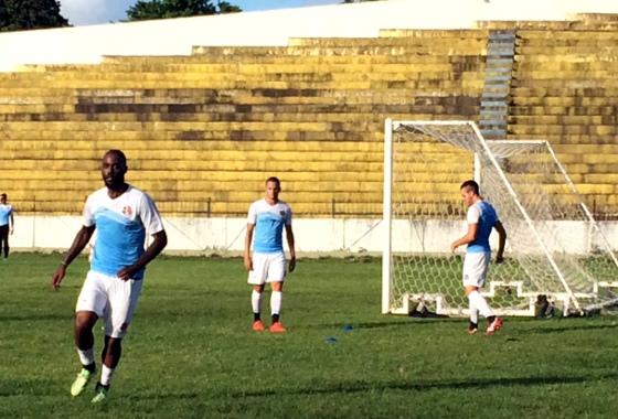 Santa Cruz treinando no Estádio Ademir Cunha, em Paulista, em 2015. Foto: Yuri de Lira/DP/D.A Press