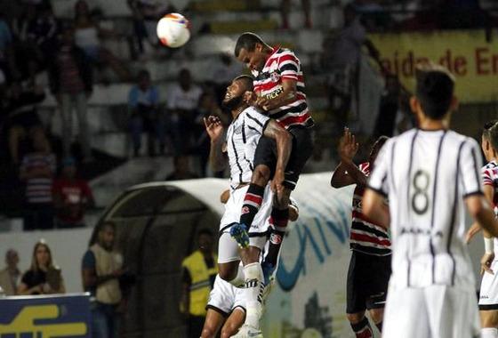 Série B 2015, 29ª rodada: Santa Cruz 3x1 Bragantino. Foto: Ricardo Fernandes/DP/D.A Press