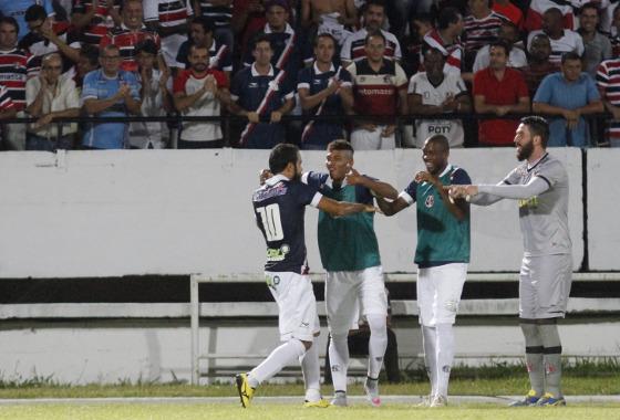 Série B 2015, 35ª rodada: Santa Cruz x Oeste. Foto: Ricardo Fernandes/DP/D.A press