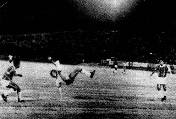 Amistoso em 1972, no Arruda. Brasil (olímpico) 0 x 1 Santa Cruz. Foto: Arquivo/DP