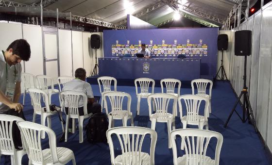Sala de imprensa montada na Ilha do Retiro. Foto: Cassio Zirpoli/DP/D.A Press